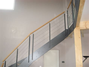 garde corps sur escalier interieur courante ronde en bois drome