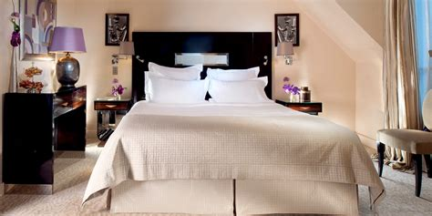 luxury hotel rooms suites with eiffel tower view plaza athenee dorchester collection