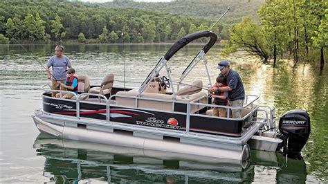 Bass Tracker Boat Videos by Sun Tracker Boats 2016 Bass Buggy 18 Dlx Fishing Pontoon