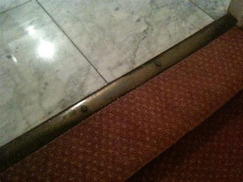 pas de porte de la salle de bain sur la r 233 glette les vis d 233 passent et ca fait tres mal