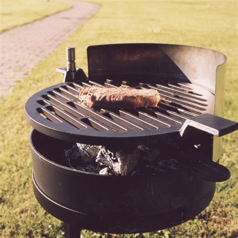 mors 248 grill 71 barbecue en fonte lm30 lifestyle tenue