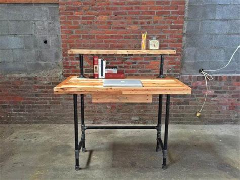 Wood Pallet And Metal Pipe Desk  Pallet Furniture Diy. Student Desks For Bedroom. Hairpin Leg Coffee Table. Black Table Runners. Flip Top Dining Table. Coffee Table Decorating Ideas. Golf Desk Lamp. Duties Of A Front Desk Personnel. 6 Foot Rectangular Table