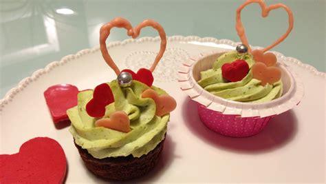 cupcakes valentin chocolat pistache et d 233 cors coeur les gourmandises de n 233 mo