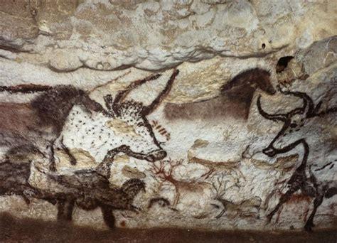 grotte de lascaux la salle des taureaux panneau de la licorne premier grand taureau