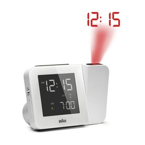 rveil blanc braun radio pilot avec projection de l heure et dtection de mouvement bnc015wh rc