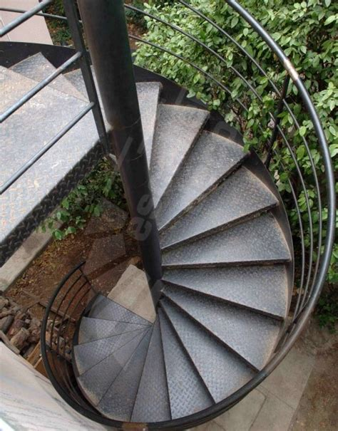 photo dh54 spir d 201 co 174 larm 233 e escalier h 233 lico 239 dal m 233 tallique ext 233 rieur au design contemporain