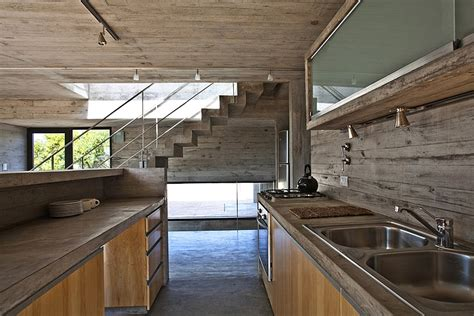 Industrial Home Style : Modern House Ushers In Industrial Style With Raw Concrete