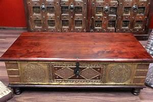 Couchtisch Truhe Holz : truhentisch couchtisch truhe 130x63x44 kolonialstil holz massiv bronze indien ~ Markanthonyermac.com Haus und Dekorationen