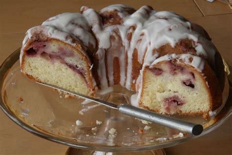 strawberry bundt cake fresh strawberry yogurt bundt cake recipe
