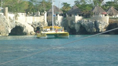 Catamaran Cruise Couples Swept Away by Great Beach Picture Of Couples Swept Away Negril