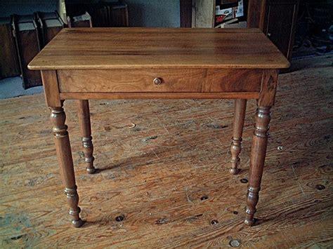 table bureau en noyer pieds tourn 233 s qualit 233 de bois antiquites brocante de la tour
