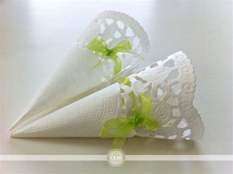 diy jolis cornets en napperons pour votre lancer de p 233 tales de riz de lavande roses