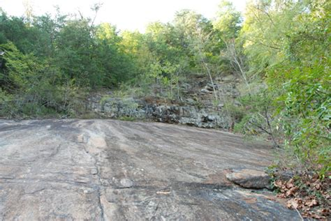 this rockslide is located near the sinks in the smoky