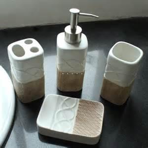 collection d accessoires de salles de bain la perle