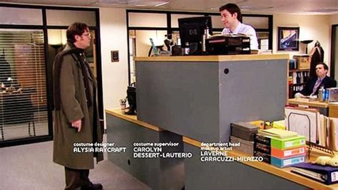 how does jim operate desk dundermifflin