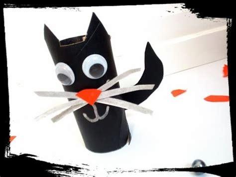 fabriquer un chat noir avec un rouleau de papier toilette