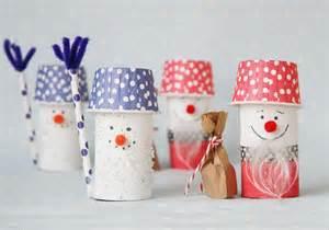 Deko Aus Toilettenpapierrollen : weihnachtsmann aus toilettenpapierrolle basteln schneemann bastelarbeiten und basteln ~ Markanthonyermac.com Haus und Dekorationen