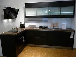 Schwarze Hochglanz Küche : h cker musterk che schwarze k che mit massivholzarbeitsplatten ausstellungsk che in berlin von ~ Markanthonyermac.com Haus und Dekorationen