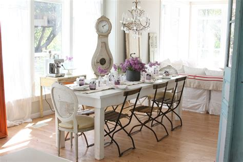 white table for shabby chic style dining room with