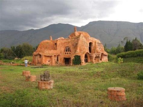 une maison en argile en colombie notre terre