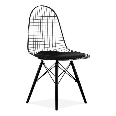 chaise de style dkr en fils de fer avec pieds en bois cult uk