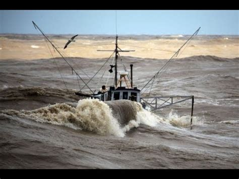Sport Fishing Boats In Rough Seas by Incredible Video Fishing Boats In Rough Sea Youtube