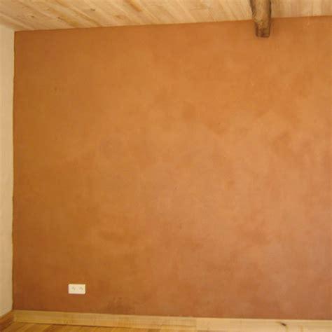 mur interieur enduit terre pieds nus habitat