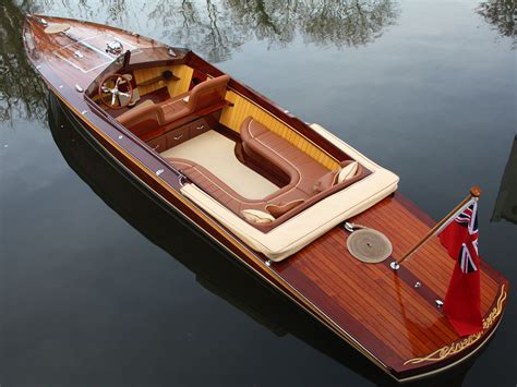 Fast Boat Electric by Mclaren Designer Builds Gorgeous Electric Speedboat