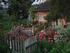 Gartenhaus Englischer Stil : pin von martha l auf garten pinterest landliebe l ndlich und rustikal ~ Markanthonyermac.com Haus und Dekorationen