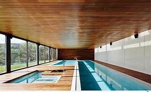 Moderne Holzdecken Beispiele : moderne einrichtungsideen f r ferienhaus mit innenpool ~ Markanthonyermac.com Haus und Dekorationen