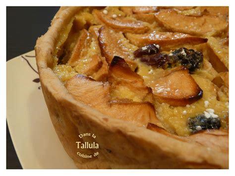 tarte 233 paisse aux pommes raisins secs et rhum dans la