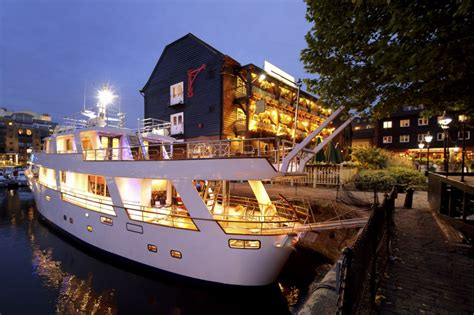 Party Boat East London by Pontoon St Katharine Docks Boat Party London Bar Reviews