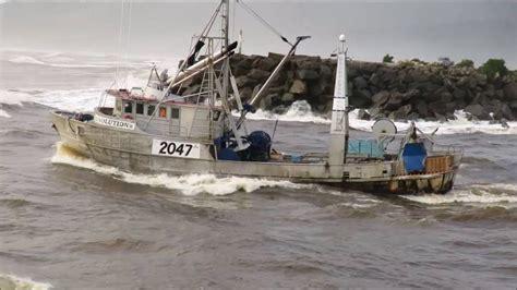 U Boat Watch Nz by The Resolution Ii Crossing The Greymouth Bar Westcoast