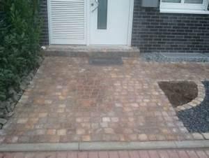 Hauseingang Pflastern Ideen : reihenhaus vorgarten gestalten naturstein terrasse ~ Markanthonyermac.com Haus und Dekorationen