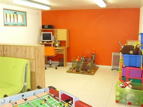 id 233 e salle de jeux orange