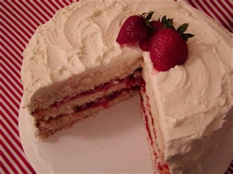 white cake with strawberry filling goddesses of gourmet white chocolate cake w strawberry