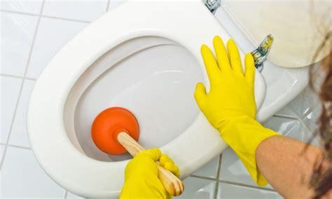 3 solutions faciles pour d 233 boucher votre toilette trucs pratiques