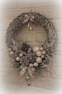 Weihnachtskranz Für Tür : begr t den advent mit einem kranz an der t r weihnachtskranz basteln weihnachten pinterest ~ Markanthonyermac.com Haus und Dekorationen